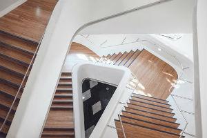 Votre menuisier à Mazamet est spécialisé en recouvrement d'escaliers